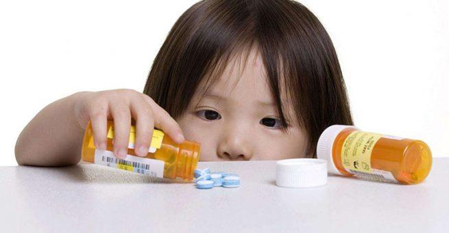 Bé bị viêm amidan có cần uống thuốc kháng sinh không?