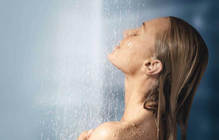 Tắm rửa mỗi ngày, giữ gìn vệ sinh da
