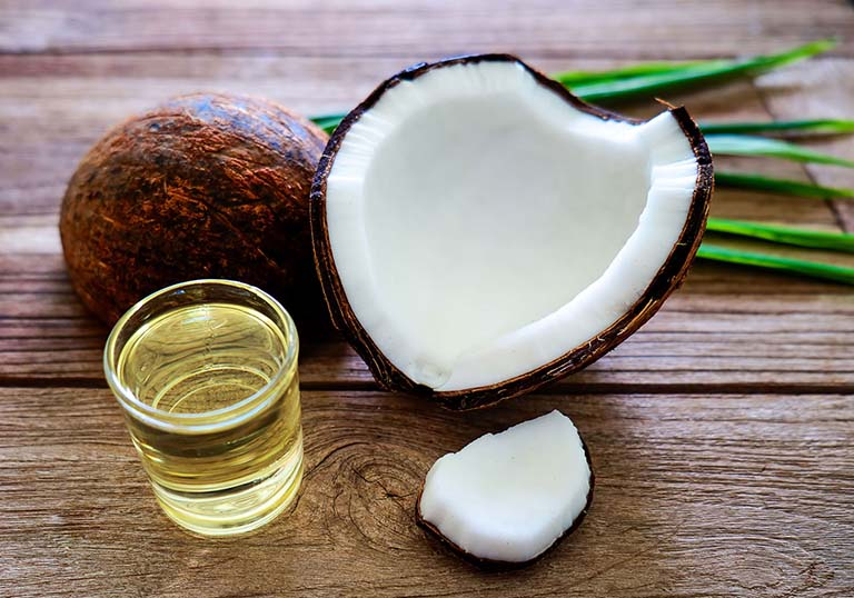 Cách điều trị bệnh viêm da cơ địa tại nhà bằng dầu dừa nguyên chất