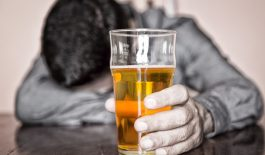 Đau họng sau khi uống bia là do đâu?