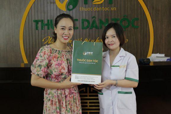 Diễn viên Khánh Linh ấn tượng với chuyên môn cùng sự tận tâm của bác sĩ Lệ Quyên