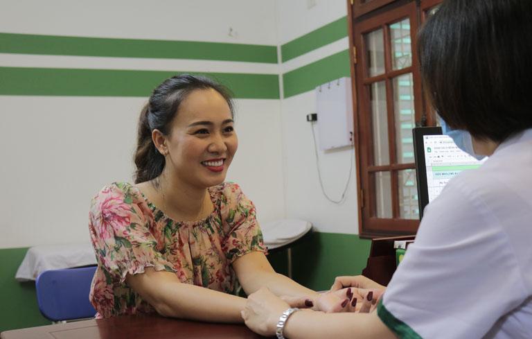 Bác sĩ Lệ Quyên trực tiếp tư vấn và đồng hành cùng Khánh Linh trong suốt thời gian trị bệnh
