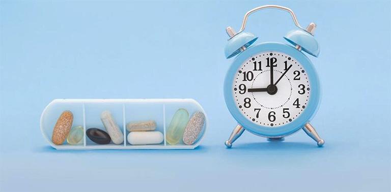 Tuân thủ nghiêm ngặt các chỉ định dùng thuốc Tây y trị nổi mề đay của bác sĩ chuyên khoa