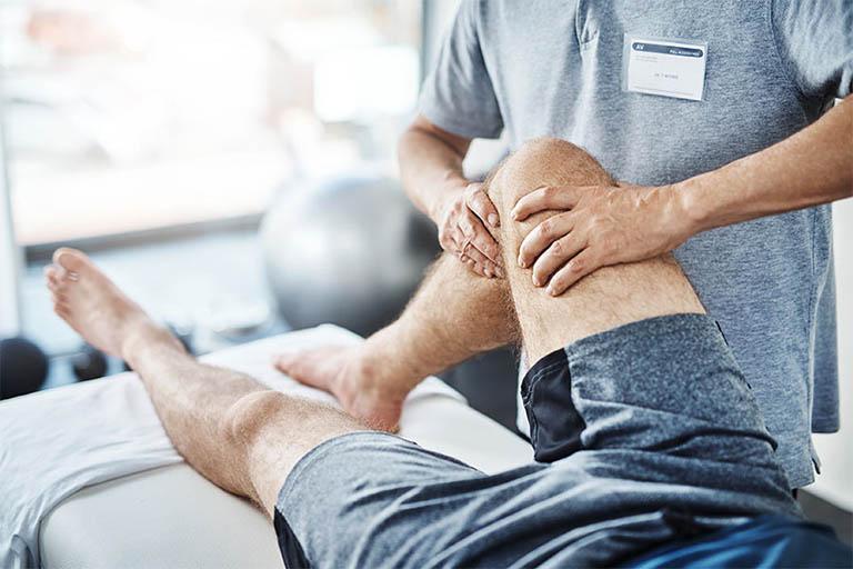 Vật lý trị liệu là phương pháp giúp người bệnh phục hồi khả năng vận động mà không sử dụng thuốc hay phẫu thuật