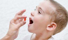Trẻ bị dị ứng thời tiết nên bôi hay uống thuốc gì?
