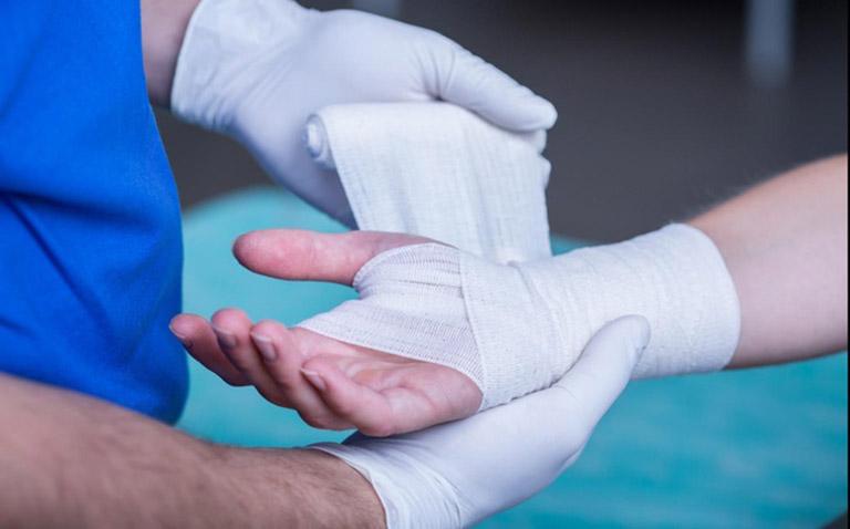 Đứt gân tay có nguy hiểm không? Chữa bao lâu?