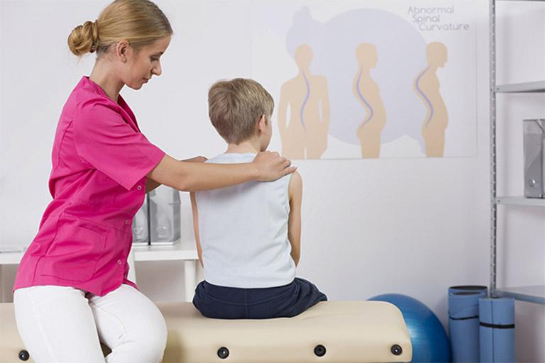 Tìm hiểu những thông tin liên quan đến vấn đề chữa vẹo cột sống bằng phương pháp vật lý trị liệu