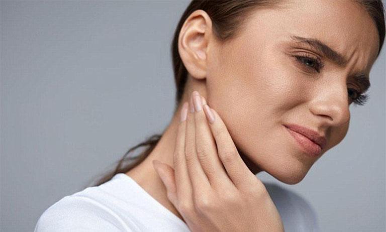 Viêm họng đau tai là do đâu?