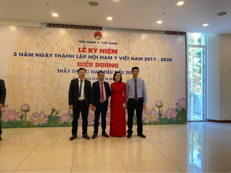 Ông Nguyễn Quang Hưng nhận giải thưởng Thầy thuốc Nam tiêu biểu