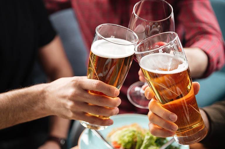 Rượu bia và những loại thức uống chứa chất kích thích