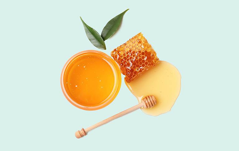 Cách sử dụng mật ong cải thiện tình trạng táo bón ở người lớn