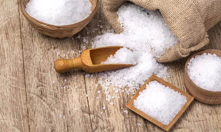 Muối hoàn toàn có thể sử dụng để trị bệnh ghẻ hay các bệnh da liễu khác nhờ bản chất sát trùng và kháng khuẩn
