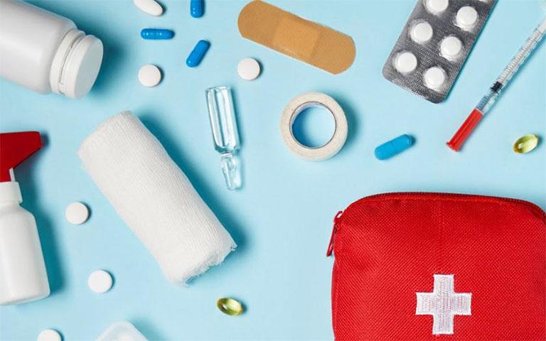 Người bệnh dùng thuốc uống hoặc thuốc tiêm Tây y theo đúng chỉ dẫn của bác sĩ chuyên khoa để phòng tránh một số rủi ro có khả năng xảy ra