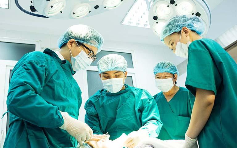 Phương pháp phẫu thuật ung thư buồng trứng gồm những gì?