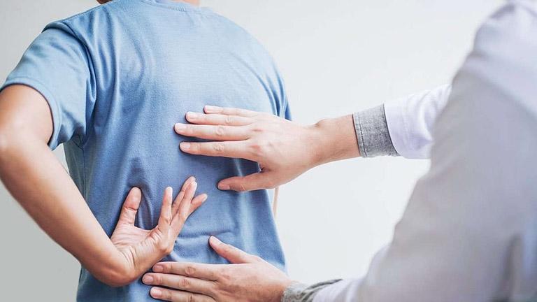 Đối tượng cần thực hiện phẫu thuật viêm cột sống dính khớp