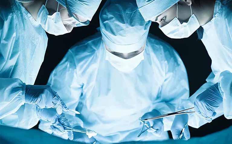 Phẫu thuật viêm cột sống dính khớp có chữa dứt điểm bệnh?