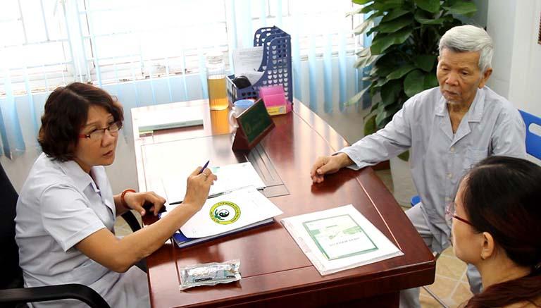 Trung tâm Thuốc dân tộc mỗi ngày đều đón tiếp rất nhiều bệnh nhân