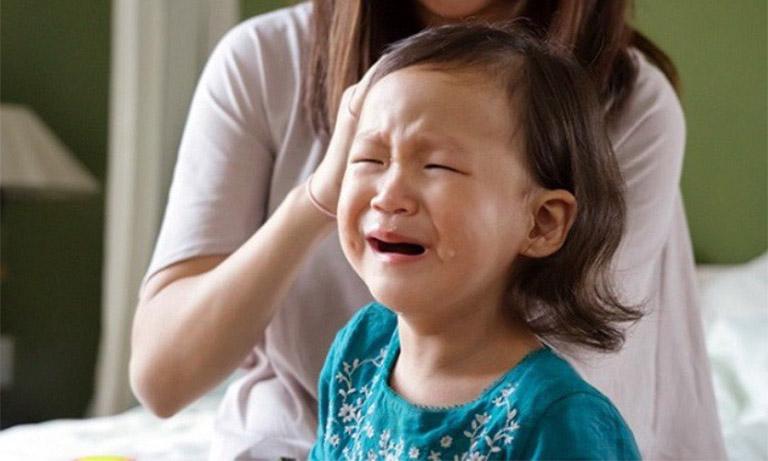 Dấu hiệu cảnh báo nguy cơ mắc ung thư buồng trứng ở trẻ em