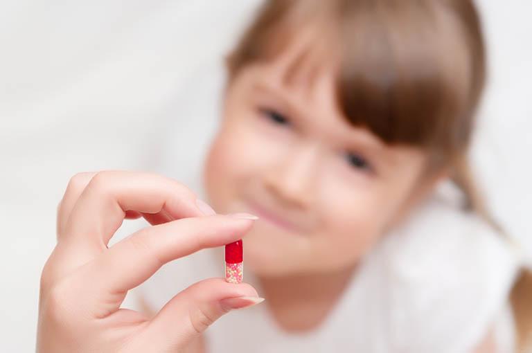 Sử dụng thuốc điều trị viêm khớp tự phát thiếu niên