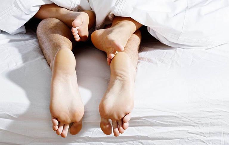 Không quan hệ tình dục với những người có nguy cơ mắc bệnh lây truyền qua đường tình dục
