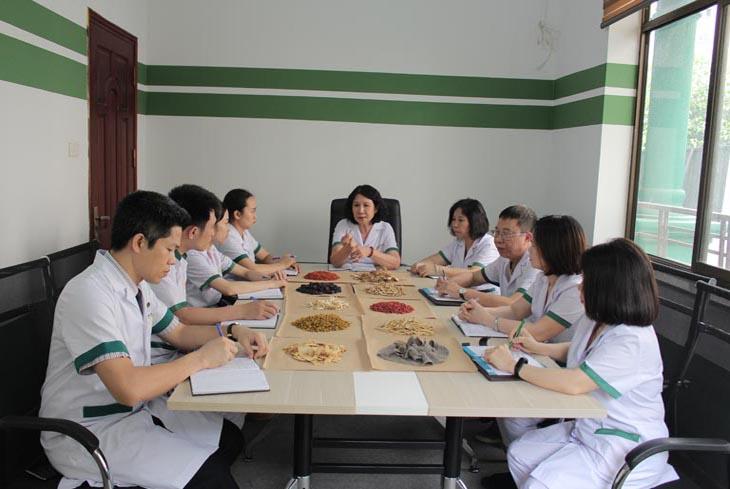 Đội ngũ chuyên gia, bác sĩ đầu ngành tại Trung tâm Thuốc dân tộc