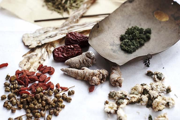 Bài thuốc Lương phụ hoan gia giảm giúp kháng viêm và cải thiện đau dạ dày