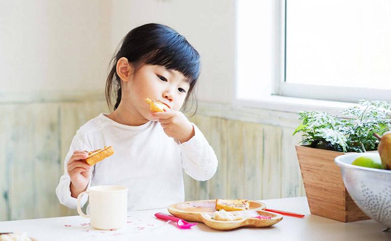 Vì sao bé 3-4 tuổi bị trào ngược dạ dày?