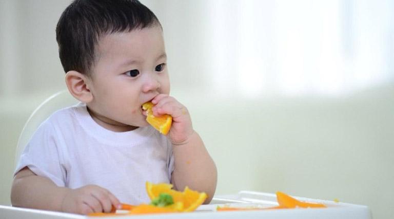 Bé 3-4 tuổi bị trào ngược dạ dày phải làm sao?