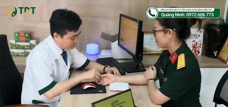 Hình ảnh Chị Nguyễn Thị Luận khi khám tại Thuốc dân tộc