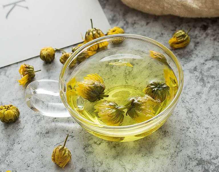 Ngoài công dụng giảm đau dạ dày cấp tốc, trà hoa cúc còn có giác dụng thư giãn đầu ốc