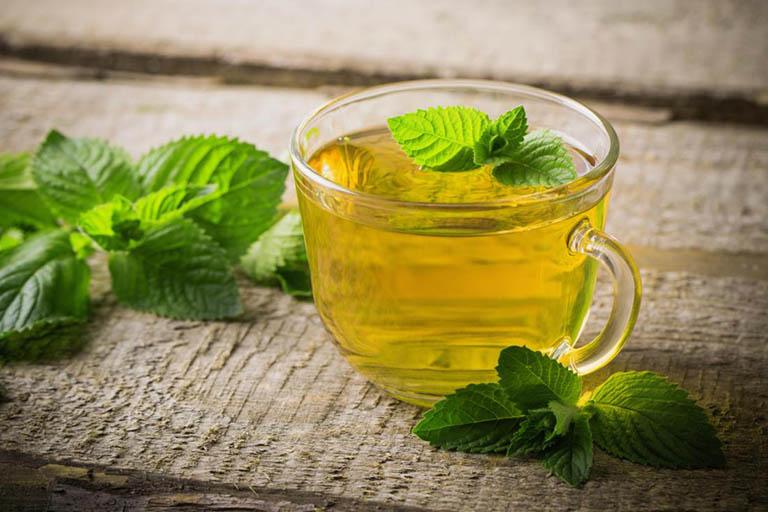 Dùng nước ép bạc hà hoặc trà bạc hà để giảm đau dạ dày tức thời