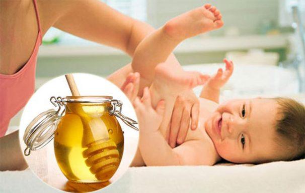 Các phương pháp chữa táo bón cho trẻ sơ sinh bằng mật ong