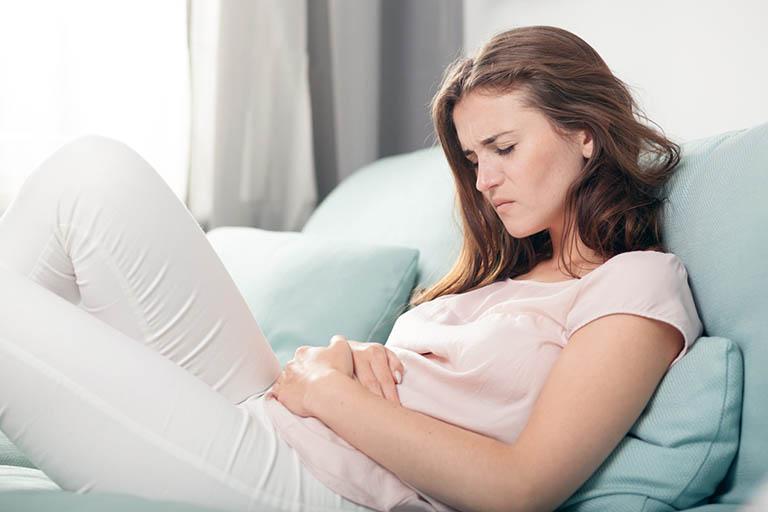Bị đau dạ dày nằm nghiêng bên nào tốt, đỡ đau?