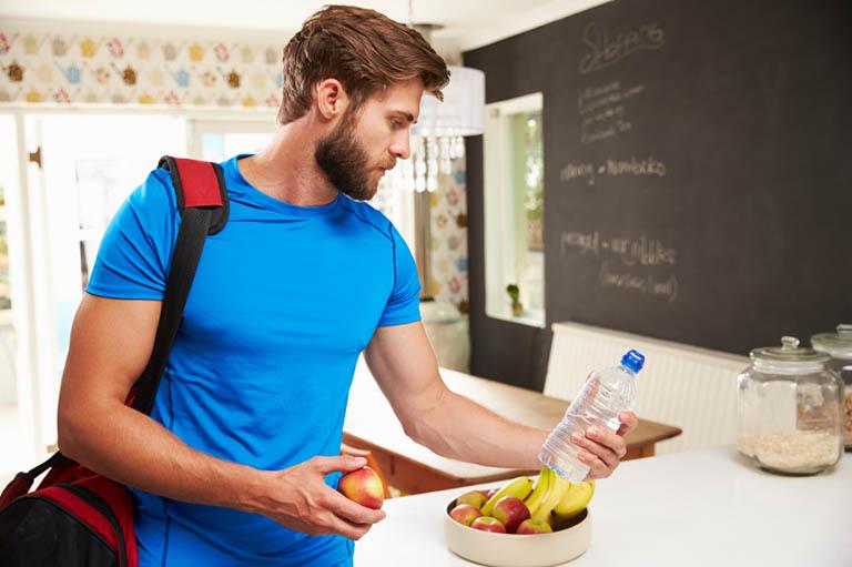 Ngoài việc sử dụng sản phẩm đúng liều lượng, nam giới cần kết hợp với chế độ ăn uống điều độ và thường xuyên vận động cơ thể để nâng cao sức khỏe thể chất lẫn sinh lý