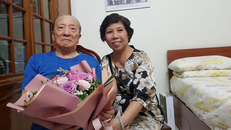 Bác sĩ Phương đến thăm người thầy nhân ngày Nhà giáo Việt Nam