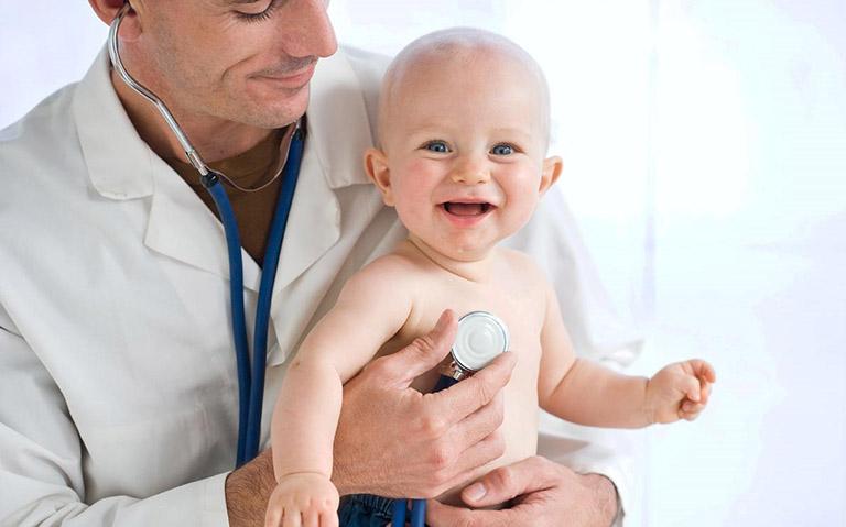 Điều trị trào ngược dạ dày ở trẻ sơ sinh bằng cách nào?