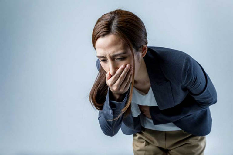 Đầy bụng và khó tiêu, buồn nôn và nôn ói sau khi ăn