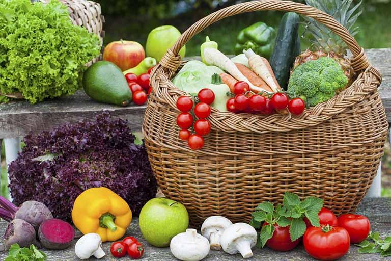 Ăn nhiều rau quả và trái cây