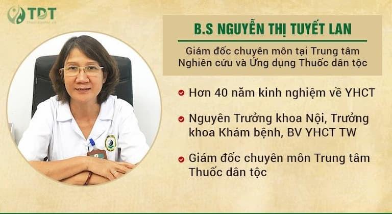Thăm khám và điều trị cho cô Bích Liên là bác sĩ Tuyết Lan - Giám đốc chuyên môn Trung tâm