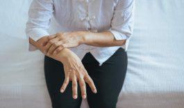 Nguyên nhân gây tê bì chân tay khi ngủ