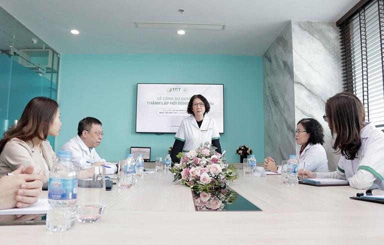 Bác sĩ Tuyết Lan đại diện nói về mục tiêu khi thành lập hội đồng nghiên cứu