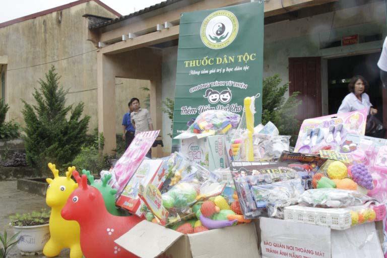Hàng trăm suất quà gửi tặng các em nhỏ xã Lạng Sơn