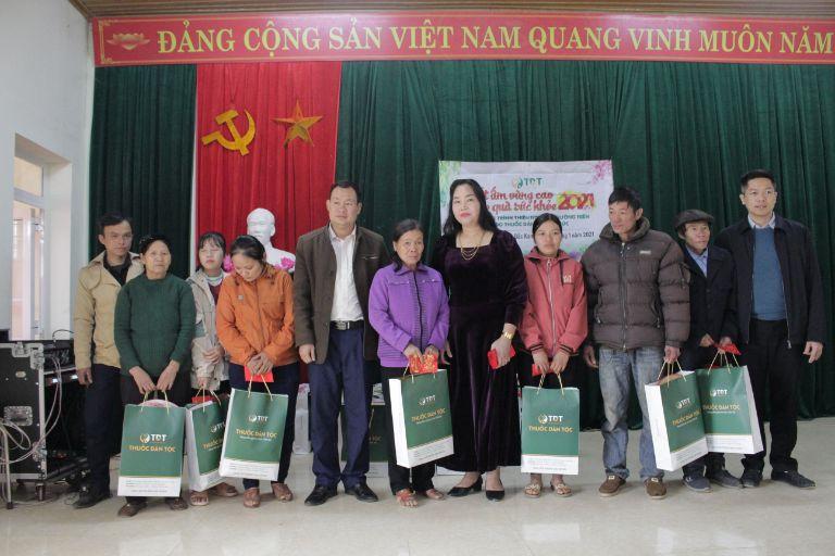 Trung tâm Thuốc dân tộc tổ chức chuyến thiện nguyện Tết 2021