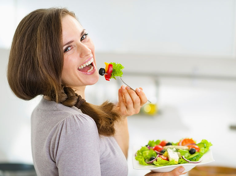 Xây dựng chế độ ăn uống lành mạnh sẽ góp phần nâng cao sức khỏe, tăng cường sức đề kháng chống lại các tác nhân gây ung thư cổ tử cung