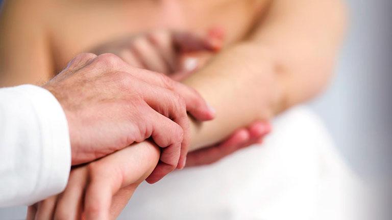 Mức độ nguy hiểm của tình trạng nổi mề đay toàn thân? Khi nào đến gặp bác sĩ?