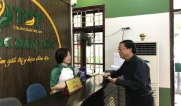 Trung tâm Thuốc dân tộc tiếp đón nghệ sĩ Phú Thăng điều trị thoát vị đĩa đệm