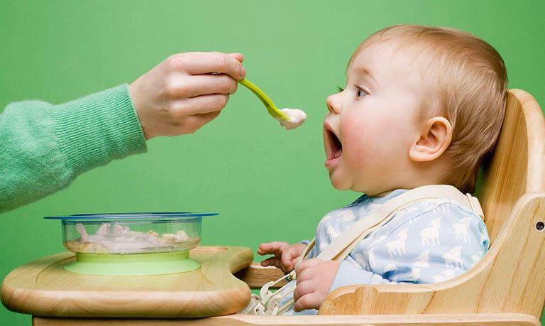Cách khắc phục tình trạng táo bón ở trẻ sơ sinh khi bú mẹ