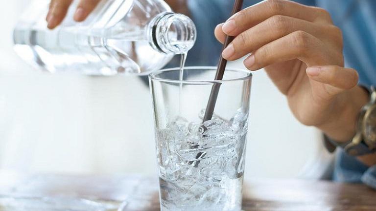Bị ho nên kiêng uống nước đá lạnh