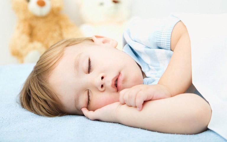 Một số lưu ý khi áp dụng cách trị ho về đêm cho trẻ