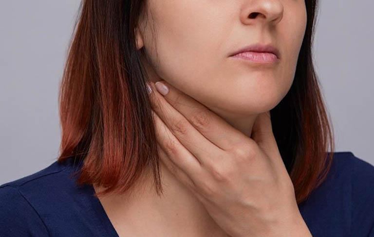 Ngứa họng ho khan có thể là dấu hiệu bệnh gì?